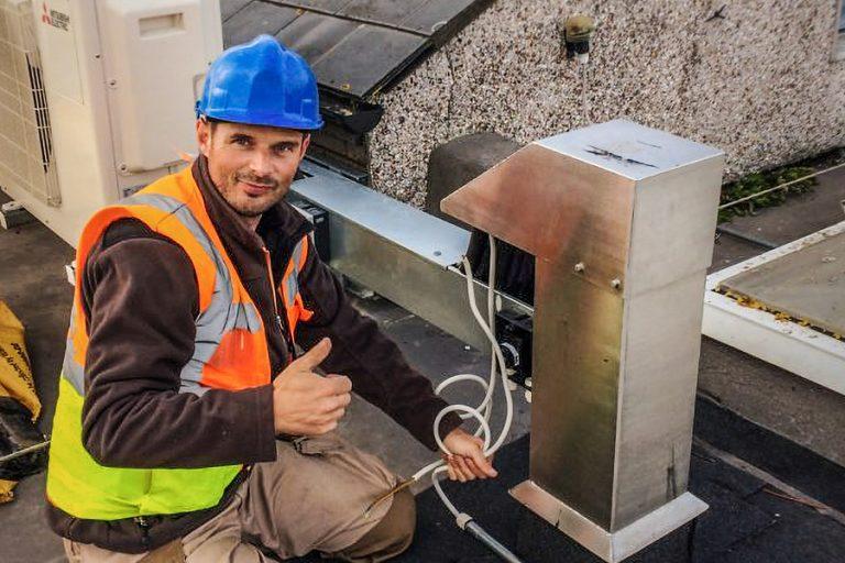professional solar panels installer